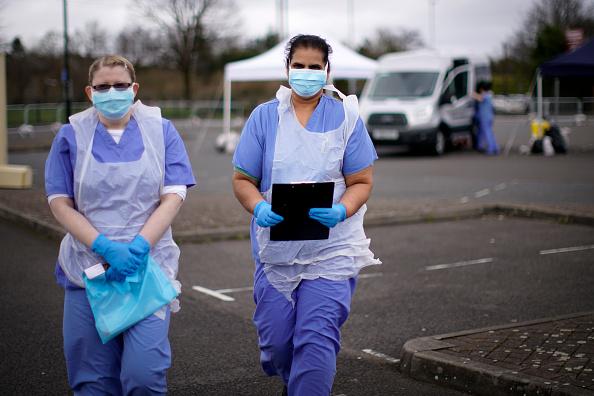 UK「Drive-Through Coronavirus Test Site Established In Wolverhampton」:写真・画像(4)[壁紙.com]