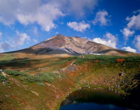 Kamikawa District - Ishikari「Mount Asahidake and Suribachi Pond, Higashikawa, Hokkaido, Japan」:スマホ壁紙(3)