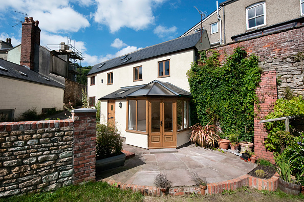 Paving Stone「Newly built conservatory on house, Gloucestershire, UK」:写真・画像(3)[壁紙.com]