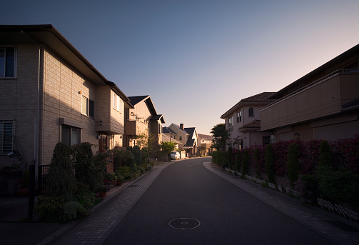High Contrast「Newly built neighbourhood in suburban Osaka, Japan」:スマホ壁紙(2)