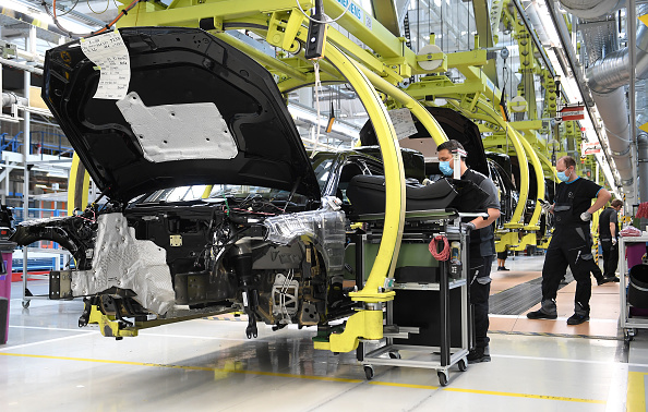 Industry「Mercedes Relaunches Automobile Production As Lockdown Measures Ease」:写真・画像(10)[壁紙.com]