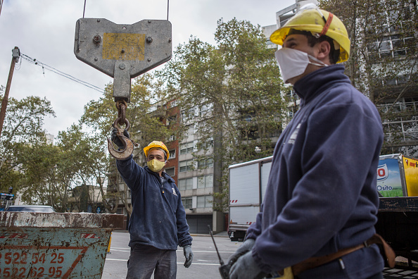 Construction Site「Uruguay Slowly Returns To Normal During Coronavirus Pandemic」:写真・画像(10)[壁紙.com]