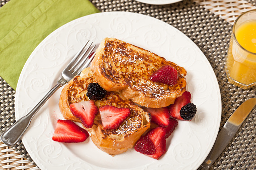 French Toast「French toast with strawberries and blackberries」:スマホ壁紙(3)