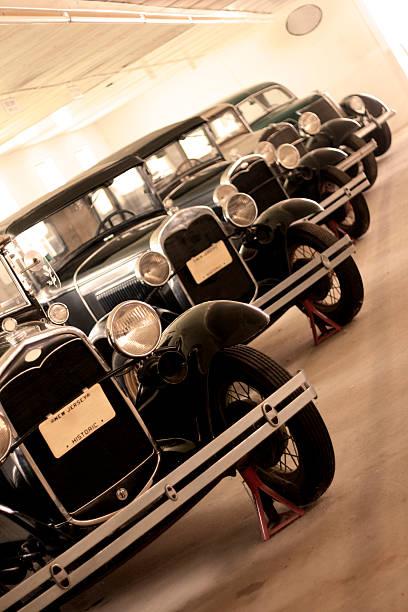 Garage Full of Antique Cars - In a Row:スマホ壁紙(壁紙.com)