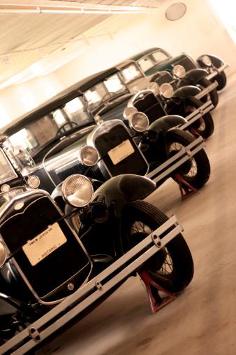 1900「Garage Full of Antique Cars - In a Row」:スマホ壁紙(19)