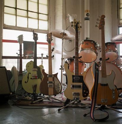 Rock Music「Guitars lined up before a concert」:スマホ壁紙(15)
