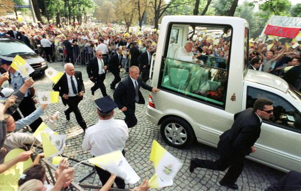 Religious Mass「Pope John Paul II Visitis Poland」:写真・画像(2)[壁紙.com]