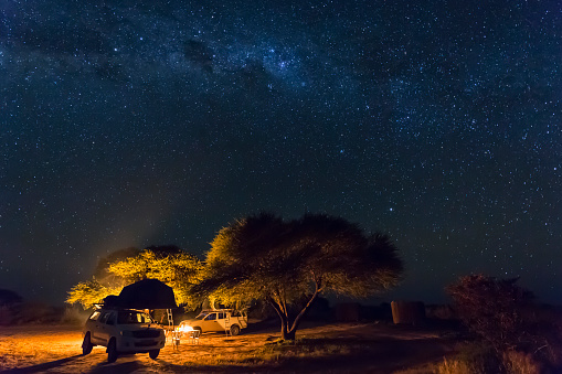 star sky「Botswana, Kalahari, Central Kalahari Game Reserve, campsite with campfire under starry sky」:スマホ壁紙(8)