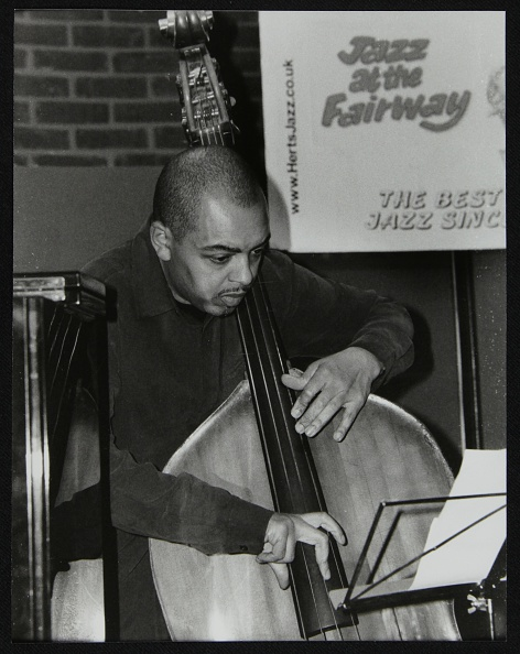 Bass Instrument「Double bassist Gary Crosby playing at The Fairway, Welwyn Garden City, Hertfordshire, 2004. Artist: Denis Williams」:写真・画像(10)[壁紙.com]