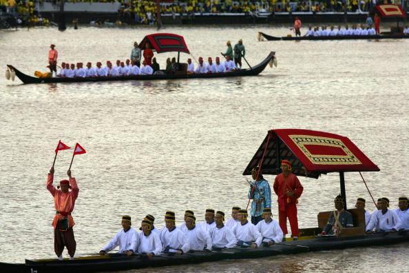 Barge「Thailand celebrates King's 60th Anniversary」:写真・画像(2)[壁紙.com]