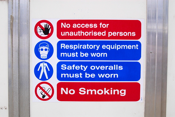 No Smoking Sign「Asbestos Removal, warning signage on site」:写真・画像(13)[壁紙.com]