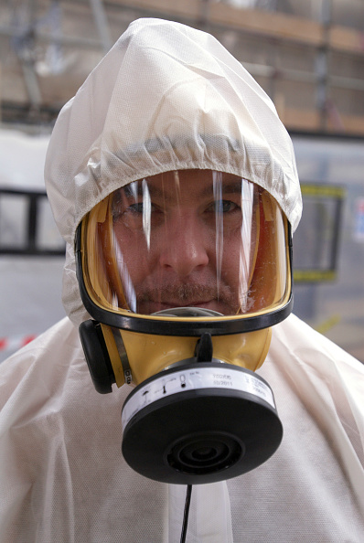 Mid Adult「Asbestos Removal Man in full protective clothing, United Kingdom」:写真・画像(4)[壁紙.com]