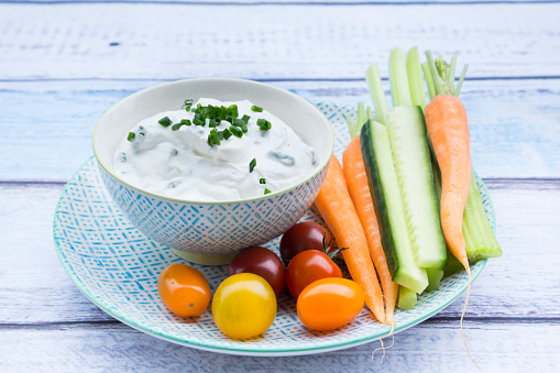 Dipping Sauce「Bowl of herb yoghurt dip, cherry tomatoes and vegetable sticks on plate」:スマホ壁紙(19)