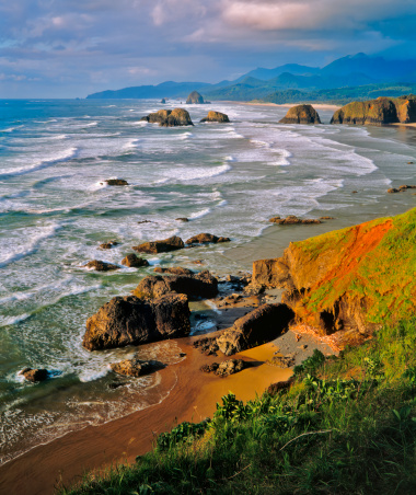 Cannon Beach「Oregon's Stormy and  Rocky Coastline (Pg)」:スマホ壁紙(15)