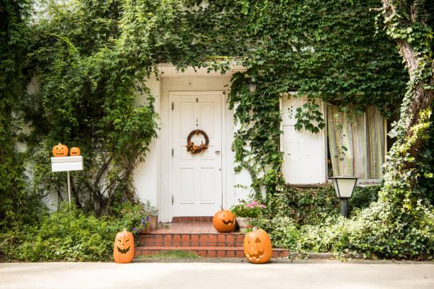 ハロウィーンの日に装飾品が飾られています。:スマホ壁紙(壁紙.com)