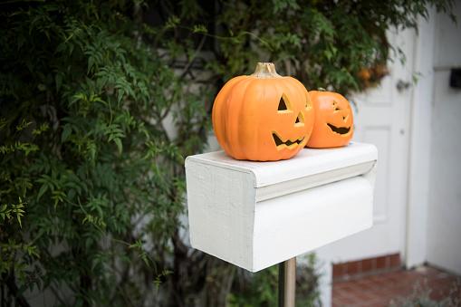 トリックオアトリート「ハロウィーンの日に装飾品が飾られています。」:スマホ壁紙(17)