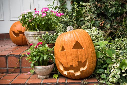 ジャックオーランタン「ハロウィーンの日に装飾品が飾られています。」:スマホ壁紙(12)