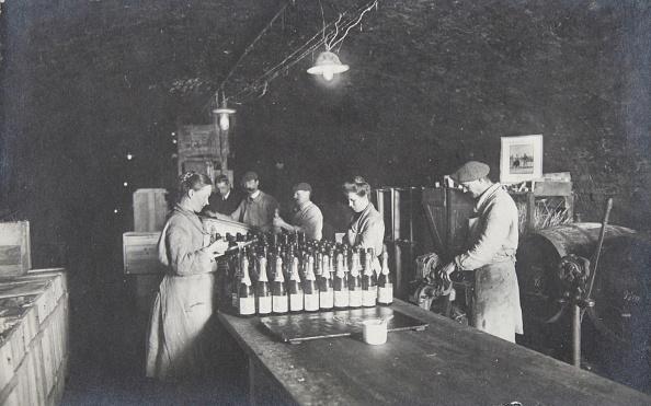 Winemaking「Vienna 19. Wine Cellar Of The Wine Saler Franz Leibenfrost & Comp. In The Heiligenstädterstraße. About 1910. Photograph.」:写真・画像(8)[壁紙.com]