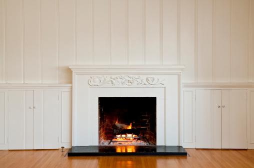 Fire - Natural Phenomenon「Traditonal Fireplace In Empty Room」:スマホ壁紙(19)