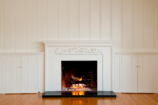 Wood Paneling「Traditonal Fireplace In Empty Room」:スマホ壁紙(9)