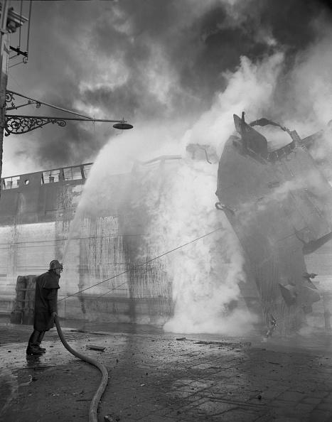 Archivio Cameraphoto Epoche「The Ship And The Fireman」:写真・画像(19)[壁紙.com]