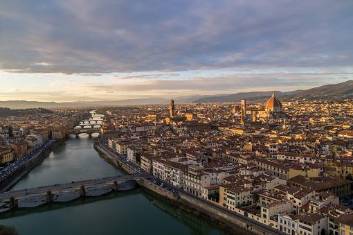 UNESCO「Flyover Arno River - Florence Cityscape」:スマホ壁紙(17)