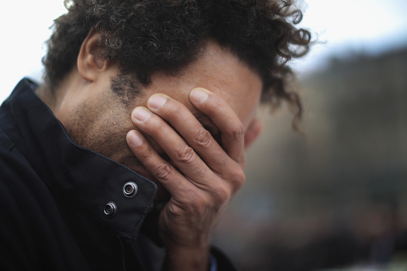 Men「Minute's Silence Held In Paris To Honour The Victims Of The Terrorist Attack」:写真・画像(7)[壁紙.com]