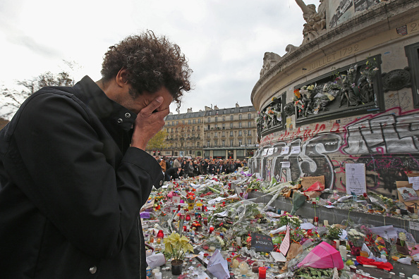 Terrorism「Minute's Silence Held In Paris To Honour The Victims Of The Terrorist Attack」:写真・画像(15)[壁紙.com]