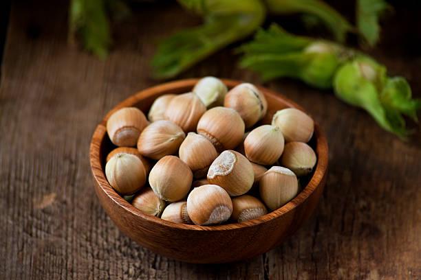 Fresh hazelnuts:スマホ壁紙(壁紙.com)