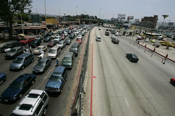 Baja California Peninsula「Immigration Debate Reaches Crescendo Ahead Of Bush Speech」:写真・画像(18)[壁紙.com]