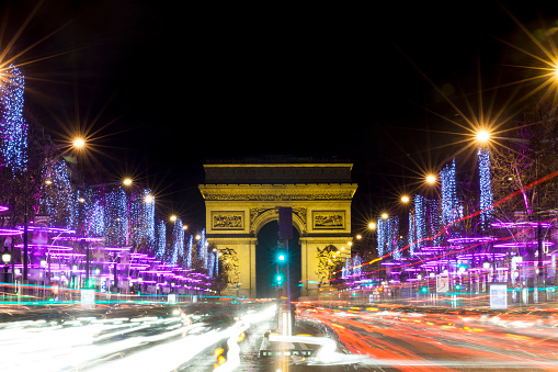 Place Charles-de-Gaulle - Paris「Champs-Elysees at night with traffic, Paris, France」:スマホ壁紙(13)