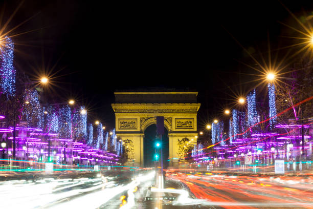 Champs-Elysees at night with traffic, Paris, France:スマホ壁紙(壁紙.com)