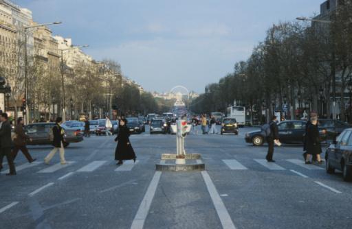 Boulevard「Champs-Elysees street scene, Paris, France」:スマホ壁紙(16)