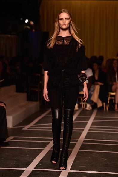 Rosie Huntington-Whiteley「Givenchy : Runway - Paris Fashion Week Womenswear Spring/Summer 2015」:写真・画像(15)[壁紙.com]