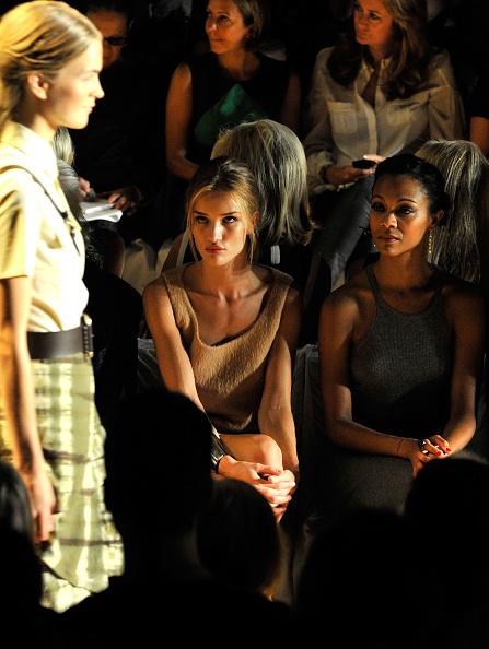 Rosie Huntington-Whiteley「Michael Kors - Front Row - Spring 2012 Mercedes-Benz Fashion Week」:写真・画像(13)[壁紙.com]