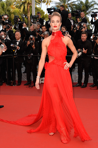 """Rosie Huntington-Whiteley「""""The Unknown Girl (La Fille Inconnue)"""" - Red Carpet Arrivals - The 69th Annual Cannes Film Festival」:写真・画像(14)[壁紙.com]"""