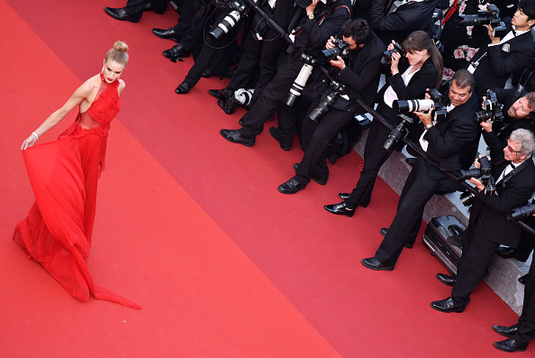 """Rosie Huntington-Whiteley「""""The Unknown Girl (La Fille Inconnue)"""" - Red Carpet Arrivals - The 69th Annual Cannes Film Festival」:写真・画像(2)[壁紙.com]"""