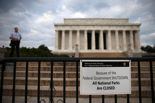 Lincoln Memorial「Government Shutdown Forces Closures In Nation's  Capitol」:写真・画像(11)[壁紙.com]