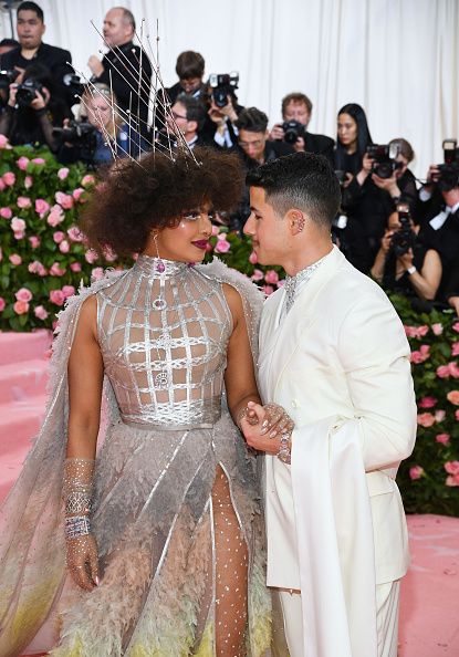 Silver Colored「The 2019 Met Gala Celebrating Camp: Notes on Fashion - Arrivals」:写真・画像(2)[壁紙.com]