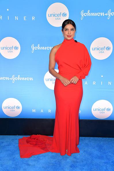 Asymmetric Dress「15th Annual UNICEF Snowflake Ball 2019 - Arrivals」:写真・画像(6)[壁紙.com]