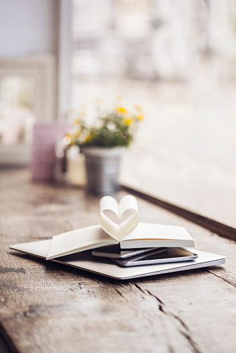 ハート「Book with heart-shaped pages on stack of mobile devices」:スマホ壁紙(11)
