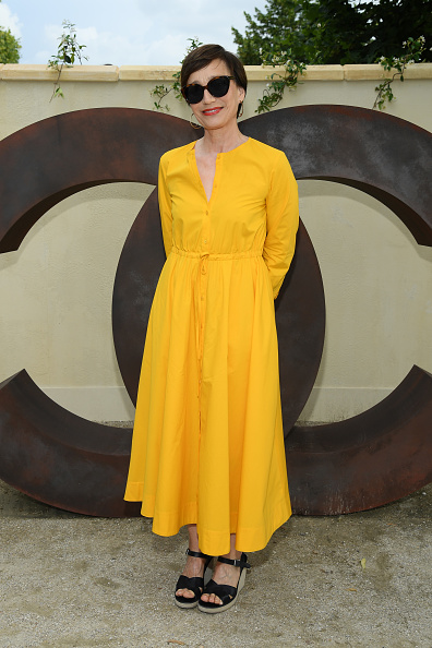 "Yellow Dress「The Chanel Opening Party for the Exhibition ""Dans les Champs de Chanel""」:写真・画像(17)[壁紙.com]"