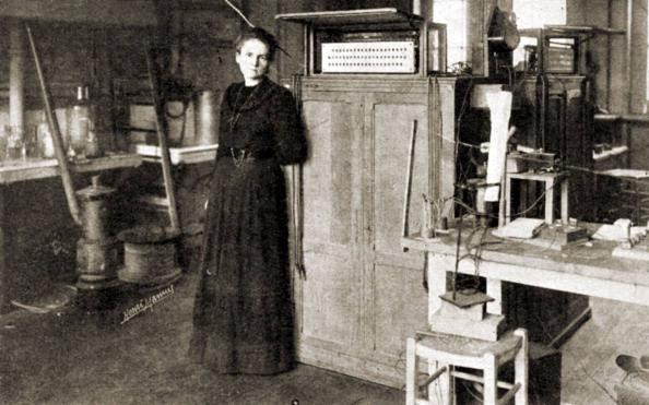 X-ray Image「Marie Curie - portrait of the French scientist, pioneer in the fields of radiation, radioactivity and radiology, working in her laboratory in Sorbonne, Paris 1898.」:写真・画像(5)[壁紙.com]