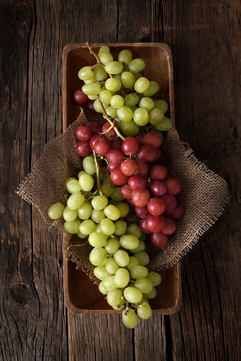 Grape「Bunch of red and white grapes」:スマホ壁紙(8)