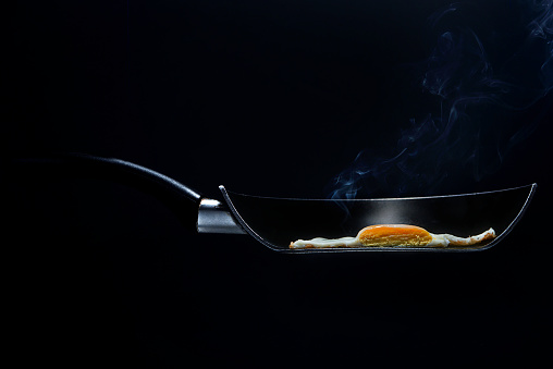 Fried「Cross section of a fried egg in a frying pan」:スマホ壁紙(10)