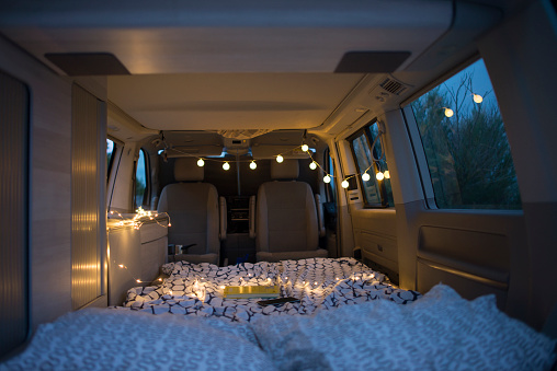 Hygge「Bed inside of a camper」:スマホ壁紙(12)