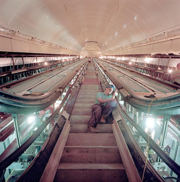 Solitude「Escalator installation during refurbishment of Angel Underground station. London」:写真・画像(15)[壁紙.com]