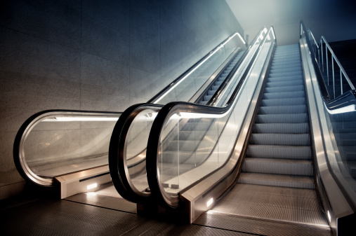 Town Square「Escalator in Building」:スマホ壁紙(15)