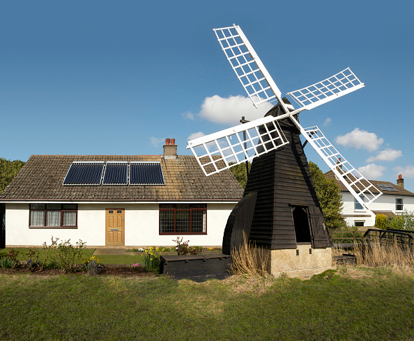 Cottage「English cottage fitted with solar panels and old windmill, England, UK」:写真・画像(7)[壁紙.com]