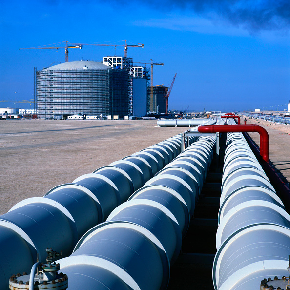 Qatar「Qatar. Liquid Natural Gas tanks under construction with triple pipeline」:写真・画像(7)[壁紙.com]
